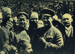 Вождь революционной армии А.Ф. Керенский на фронте
