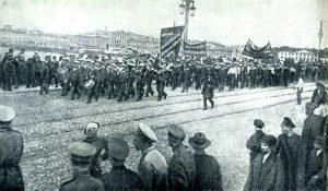 Апрельские дни в Петрограде. Демонстрация революционных матросов. 1917 год